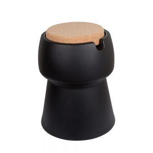 De kruk Champ is multifunctioneel en kan worden gebruikt als koeler, bijzettafel en kruk, verkrijgbaar bij Chez Freddy.