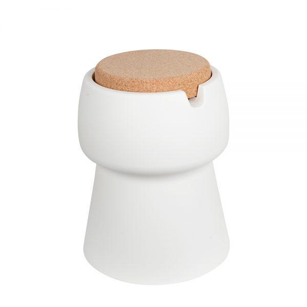 een kruk die is ontworpen als drankkoeler en opberger tegelijk. Deze kruk is verkrijgbaar bij Chez Freddy art & design in Haarlem
