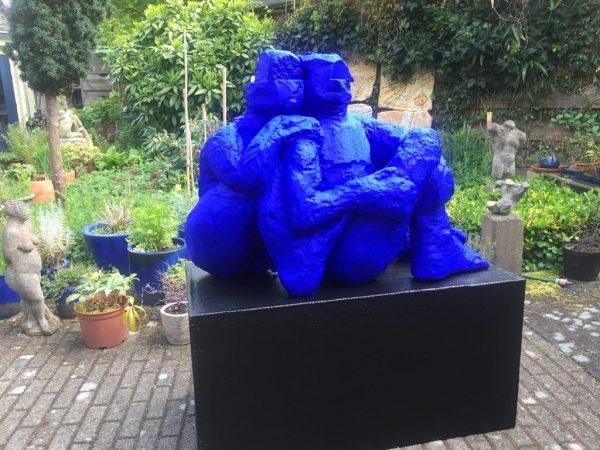 Beeld blauw Peter Bartels beeldend kunstenaar