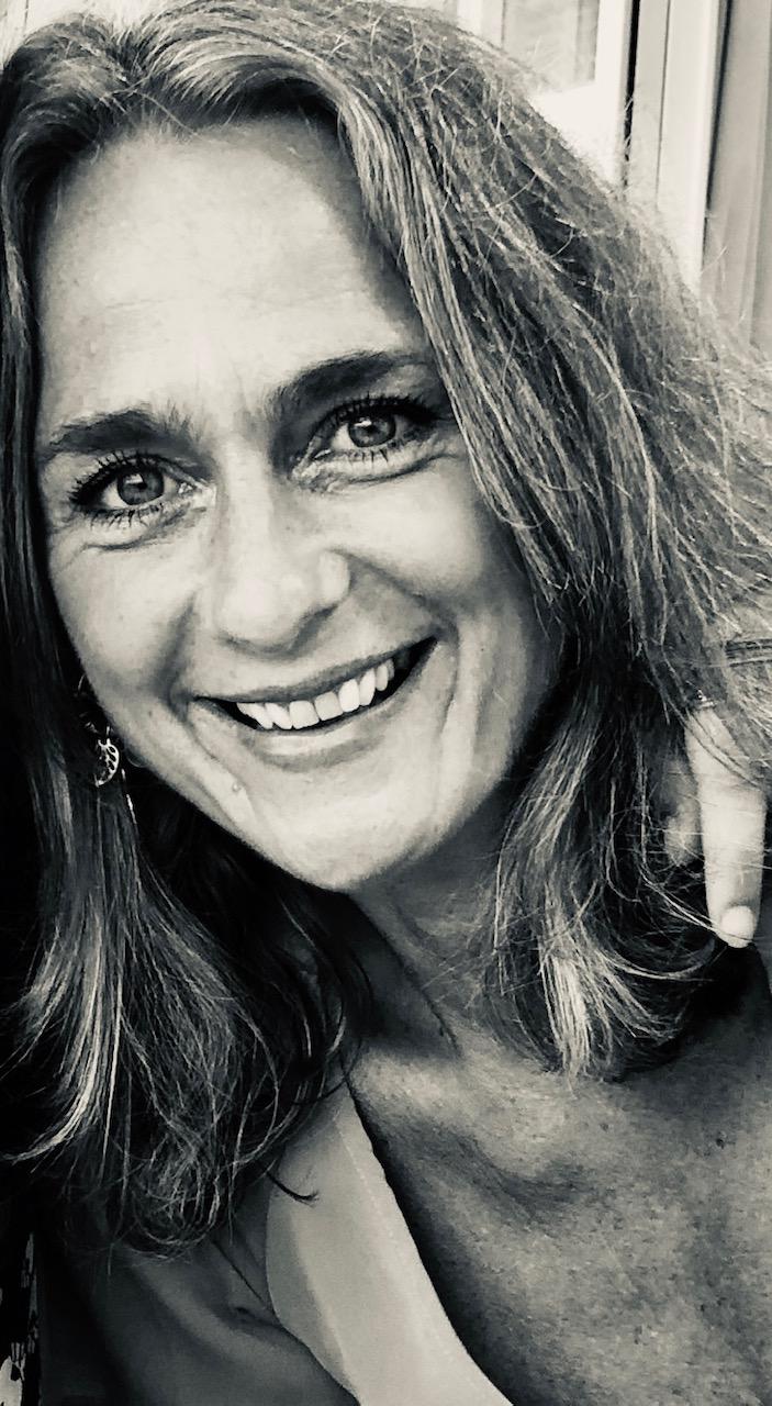 portret van Eliane Asselberghs bij Chez freddy art & design in haarlem.