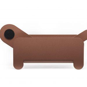 Magazine en kranten houder Ppaer Pet is een hondje van staal ontworpen door Frederiq Roje.
